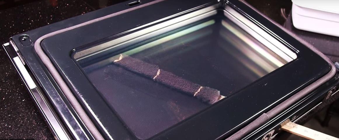 oven door glass cleaning